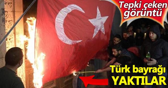 Ermeniler Türk bayrağını ateşe verdi