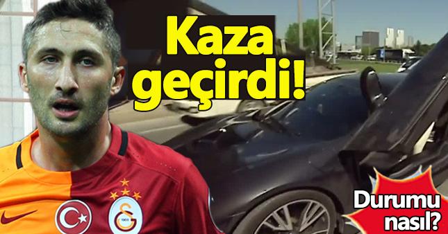 Galatasaraylı Sabri Sarıoğlu, trafik kazası geçirdi