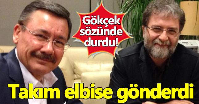 Melih Gökçek, Ahmet Hakan'a takım elbise sözünü tuttu