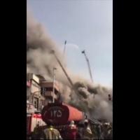 İran'da yangında çöken binanın görüntüleri