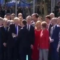 Trump selamlaşma stiline yenisini ekledi