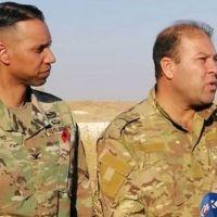 ABD'li komutan ile YPG'li terörist aynı karede