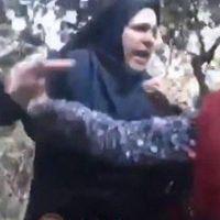 Ahlak polisleri iş başında başörtüsü takmayan kızı dövdüler