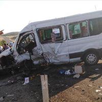 Bingöl'de minibüs ve otomobil kaza yaptı