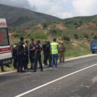 Bitlis'te polis aracı devrildi yaralılar var