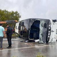 Çanakkale'de yolcu otobüsü devrildi: 1 ölü, 26 yaralı