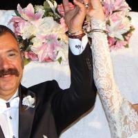 Cumhuriyet savcısına nikahında kelepçe takıldı