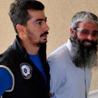 DAEŞ'a adam kazandırmaktan tutuklandı, gülerek poz verdi