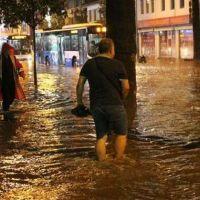 Denizli'de dolu ve yağmur sele dönüştü