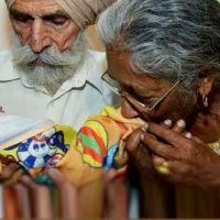Dünyanın en şanlı kadını: 74 yaşında ikiz doğurdu!