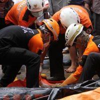 Endonezya'da tsunaminin bilançosu ağırlaşıyor