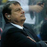 Ergin Ataman yine kulaklıkla salona çıktı