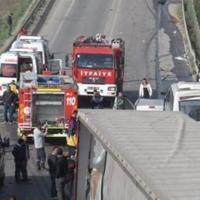 Gebze'de trafik kazası, ölü ve yaralılar var
