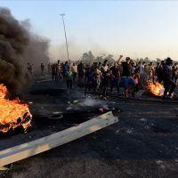 Irak karıştı! Göstericiler yolları kapattı