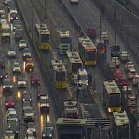 İstanbul'da metrobüs kazası! Seferler aksadı