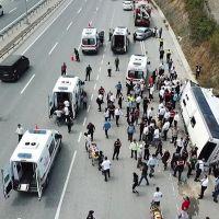 İstanbul'da midibüs devrildi! Yaralılar var