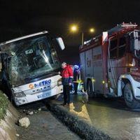 İstanbul'da yolcu otobüsü devrildi: 2 ölü, 21 yaralı