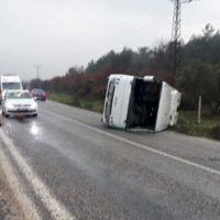 İzmir'de işçi servisi devrildi: 17 yaralı