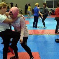 İzmir'de kadınlara şiddete ve tacize karşı savunma kursu