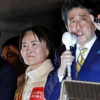 Japonya'da Shinzo Abe yeniden başbakan oldu