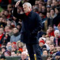 Jose Mourinho imzayı atıyor