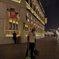 Katar'da koronavirüsten tüm camiler kapatılıyor