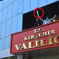 Kırşehir Valisi kılıç salladı tekbir getirdi