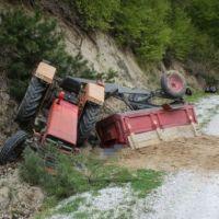 Kütahya'da devrilen traktörün altında kalan 2 kişi öldü
