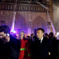 Macron: Notre Dame'ı yeniden inşa edeceğiz