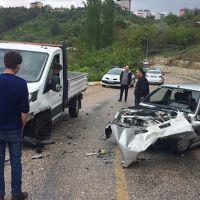 Manisa'da kamyonet ile otomobil çarpıştı