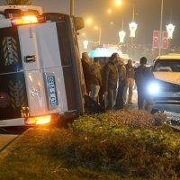 Mardin'de servis ile polis aracı çarpıştı!
