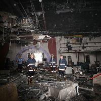 Mersin'de eğlence mekanı alev alev yandı