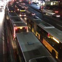 Metrobüs arıza yaptı, seferler durdu
