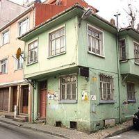 Orhan Kemal'in evi yıkılmak üzere