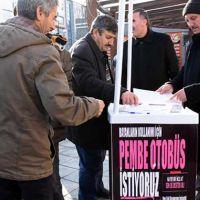 'Pembe otobüs' için imzayı toplayanlar da atanlar da erkekler