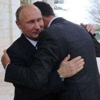 Putin ile Esad, Soçi'de kucaklaştı