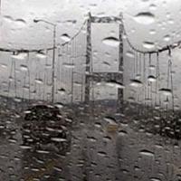 Sağanak yağış İstanbul trafiğini vurdu