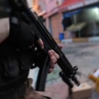 Sıkıştırılan teröristler banyoda kendilerini patlattı