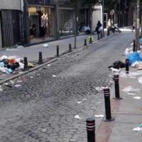 Şişli'de temizlikçiler işi bıraktı, çöpler ortada kaldı