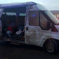 Sivas'ta korkutan kaza! Minibüs devrildi!