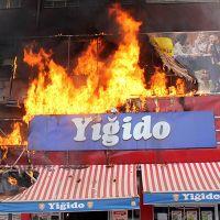 Sivas'ta önce market sonra apartman yandı