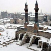 Sivas'ta yarın okullar tatil mi 28 aralık CUMA kar tatili var mı yok mu?