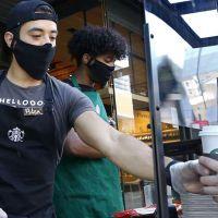 Starbucks siyahilere destek yasağından vazgeçti