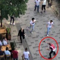 Taksim'de Pakistanlılarla Afganlar birbirine girdi!
