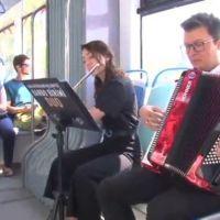Tramvayda klasik müzik ziyafeti