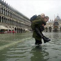 Venedik'i sel vurdu! Şehir sular altında