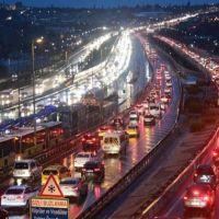 Yağmur ve fırtına, İstanbul trafiğini kilitledi