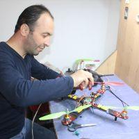 Elektrik teknisyeni, kızına atık malzemelerden drone ve akülü araba yaptı