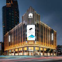 Dünyanın en büyük Huawei mağazası Şanghay'da açıldı