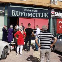 Kuyumcu, silahlı iki soyguncuyu etkisiz hale getirerek polise teslim etti